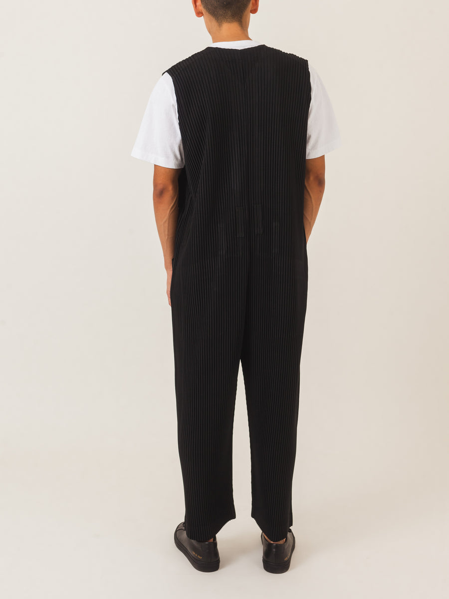 Issey-Miyake-HOMME-PLISSÉ-Black-Jumpsuit-on-body