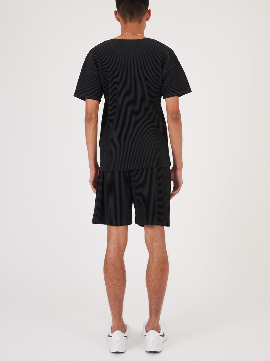 Issey-Miyake-HOMME-PLISSÉ-Black-Pleats-Tee-on-body