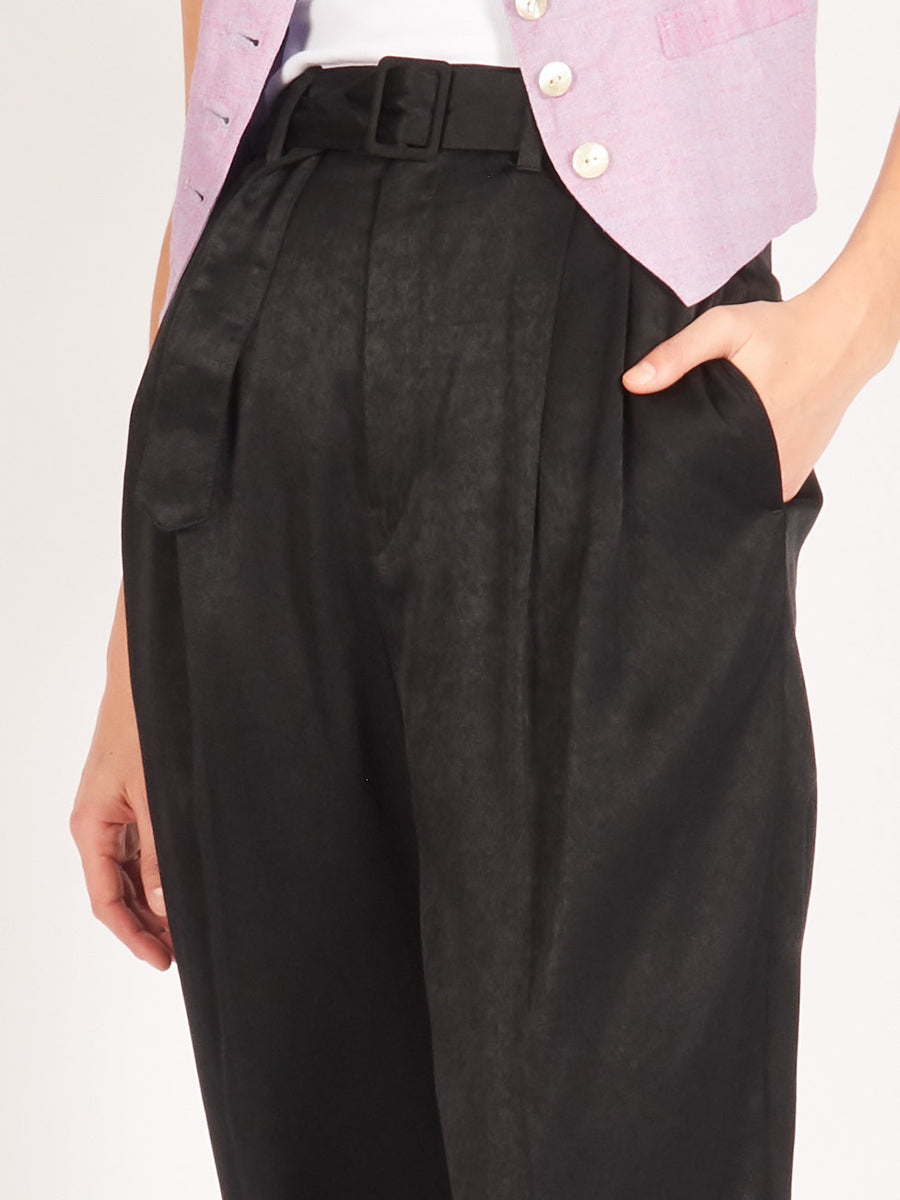 Lemaire-Black-Pleated-Pants-on-body