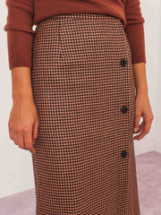 mnz-houndstooth-hall-skirt-on-body