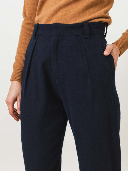 older-brother-black-indigo-pleated-trousers-on-body
