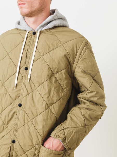 orslow-khaki-quilted-no-collar-jacket-on-body