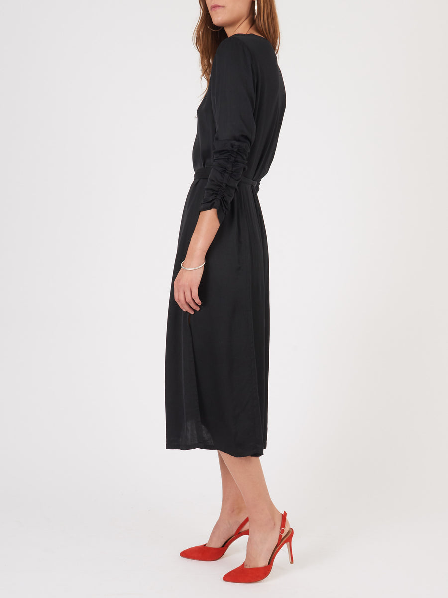 raquel-allegra-black-gathered-sleeve-dress-on-body