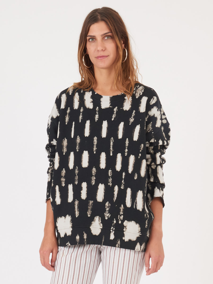 raquel-allegra-black-tie-dye-oversized-sweatshirt-on-body