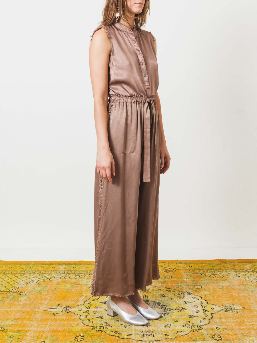 raquel-allegra-taupe-fray-pants-on-body