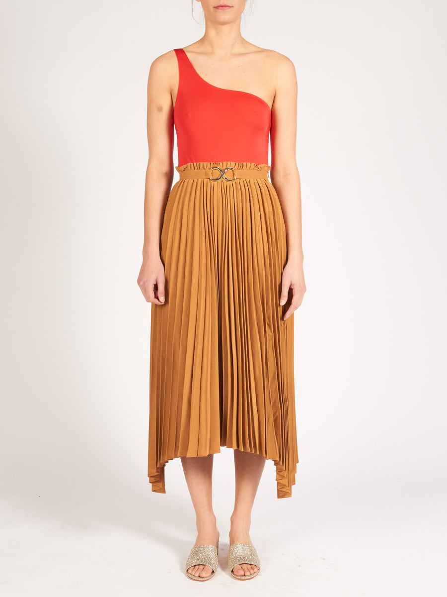 rejina-pyo-caramel-kiera-skirt-on-body