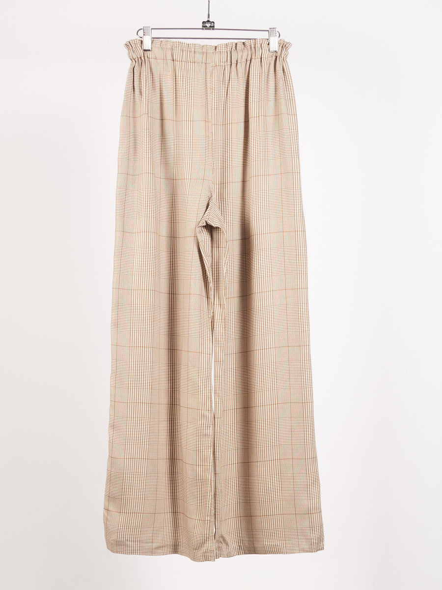 shaina-mote-brown-white-plaid-lounge-pants-on-body