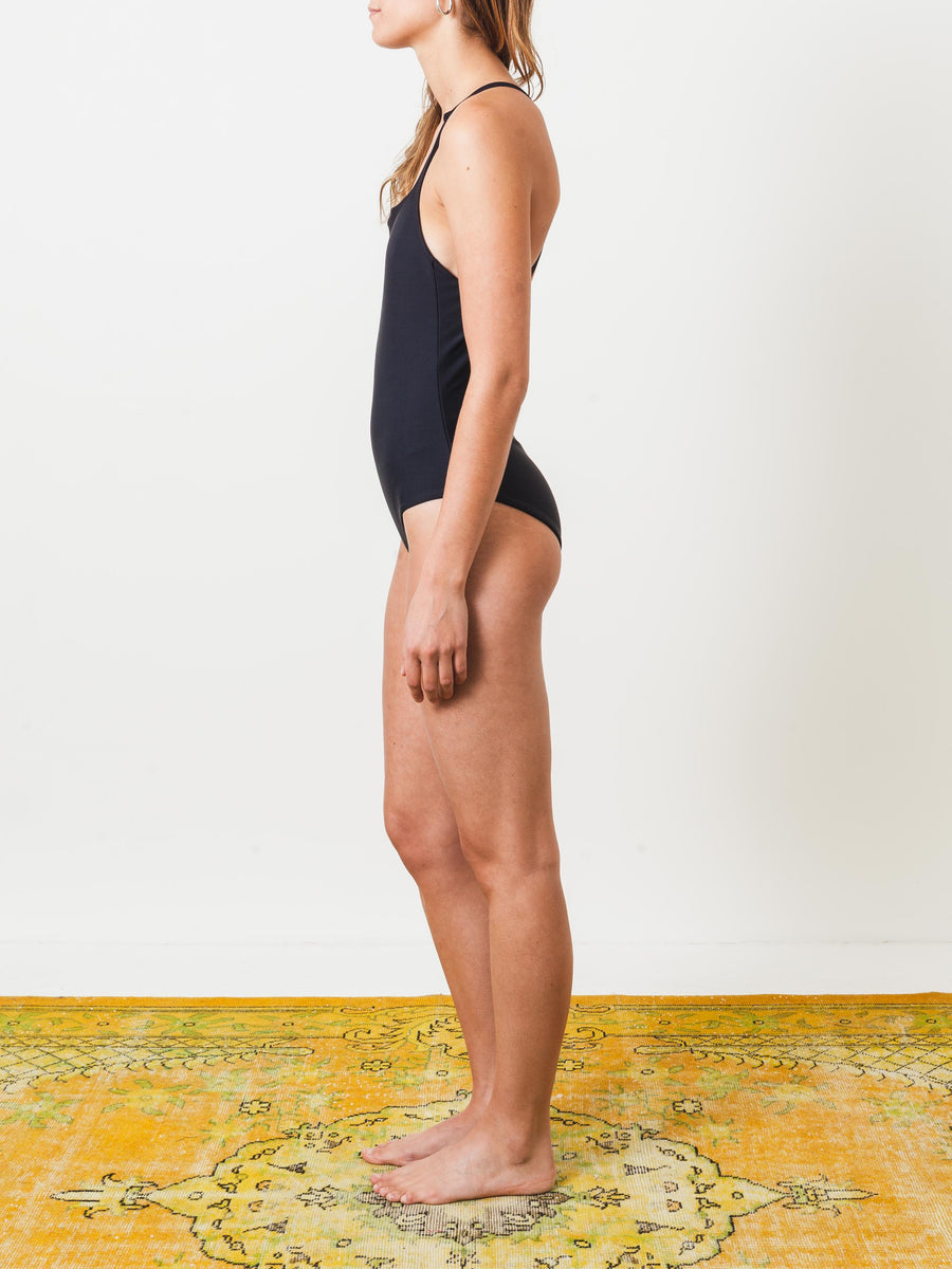 shaina-mote-onyx-dip-one-piece-on-body