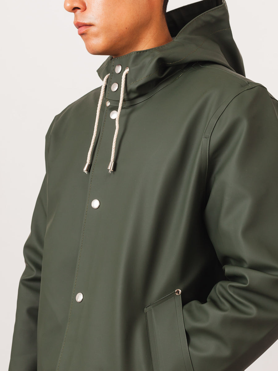 stutterheim-hunter-green-stockholm-raincoat-on-body