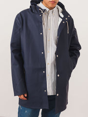 stutterheim-navy-stockholm-raincoat-on-body