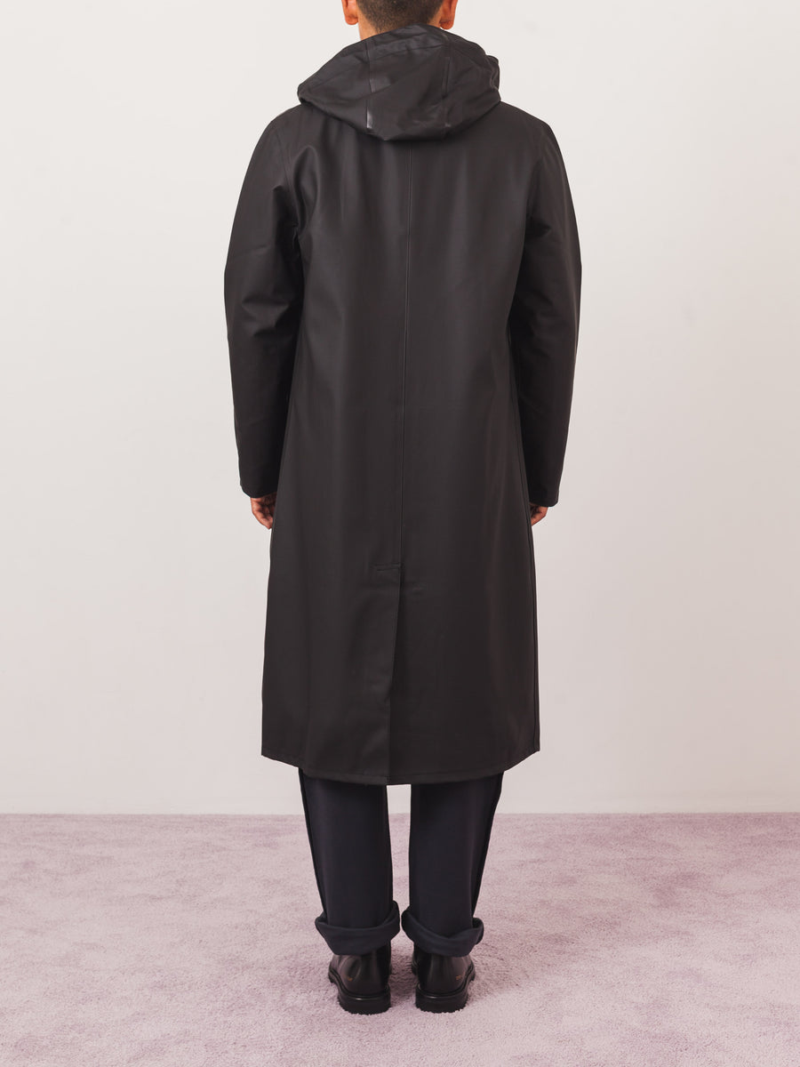 stutterheim-stockholm-long-black-raincoat-on-body