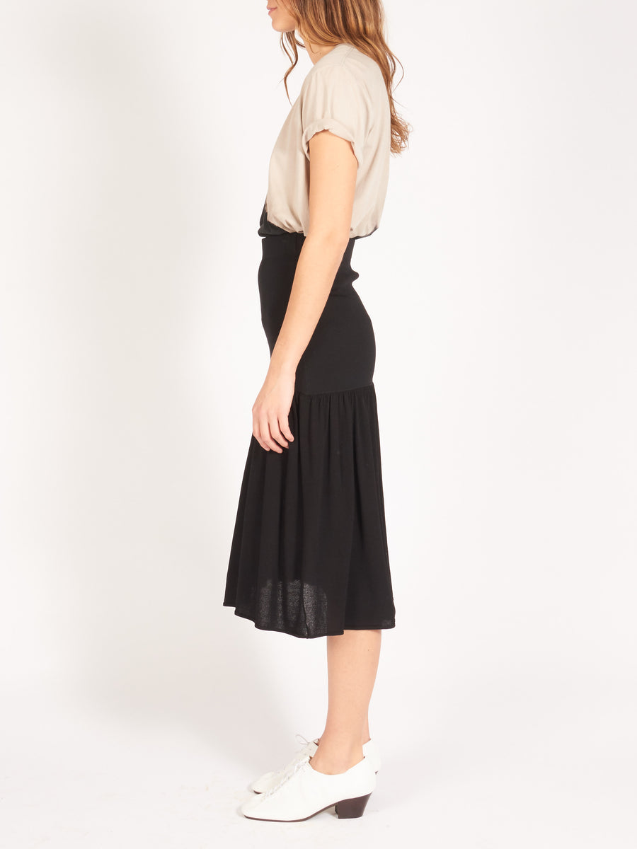 Totême-Black-Loreo-Blazer-Black-Montagu-Skirt-On-Body