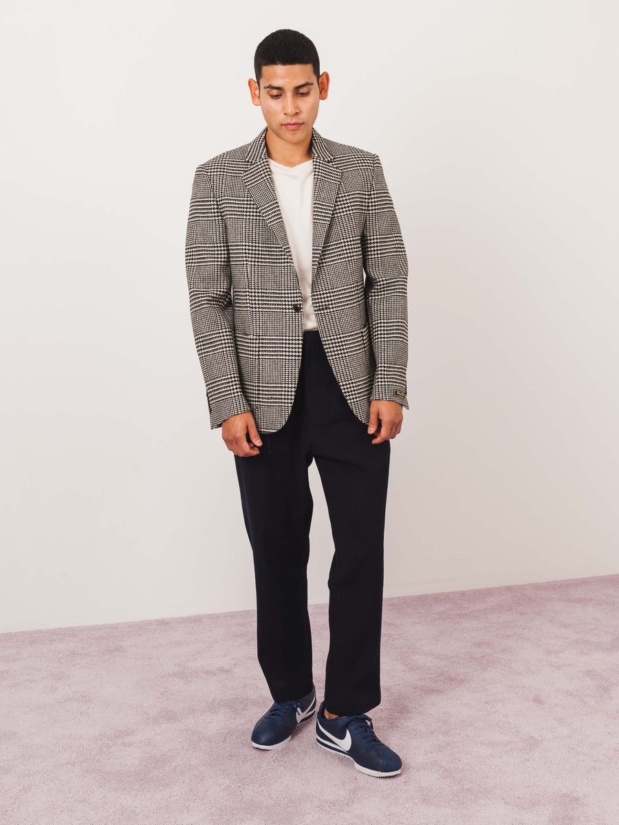 a-kind-of-guise-Houndstooth-Wool-Unstructured-Blazer-on-body