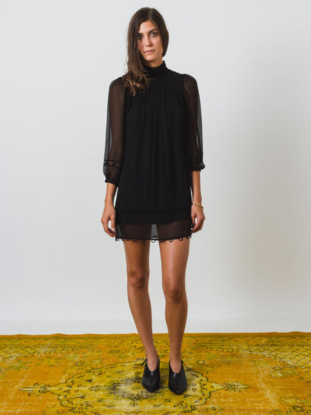 apiece-apart-la-sierra-shift-dress-on-body