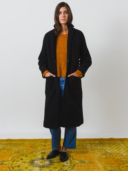 apiece-apart-taos-wrap-coat-black-on-body