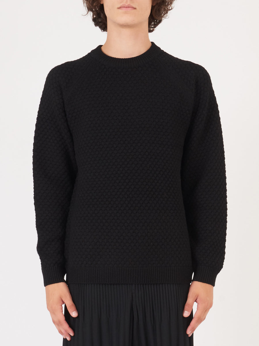 beams-plus-Black-Popcorn-Pattern-Sweater-on-body