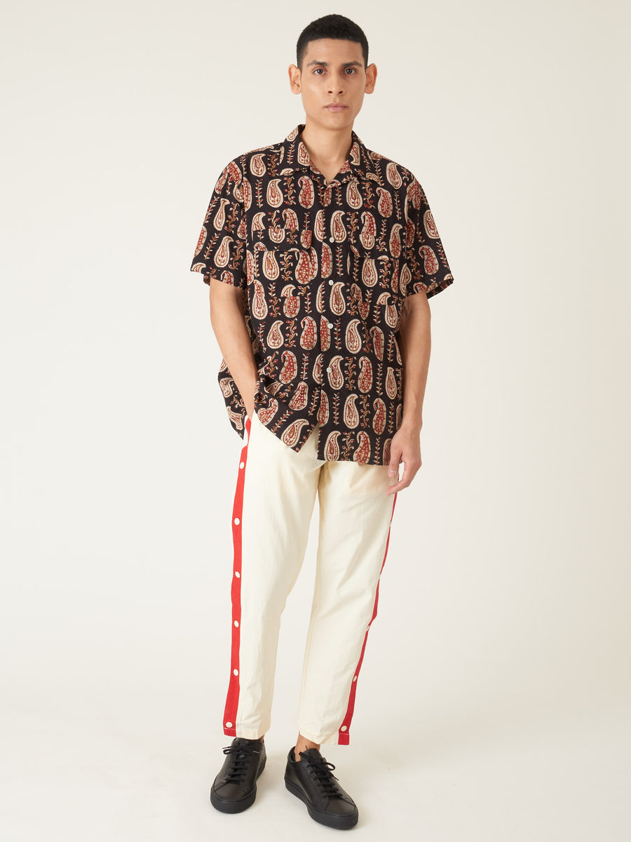 beams-plus-Black-S/S-Batik-Print-Shirt-on-body