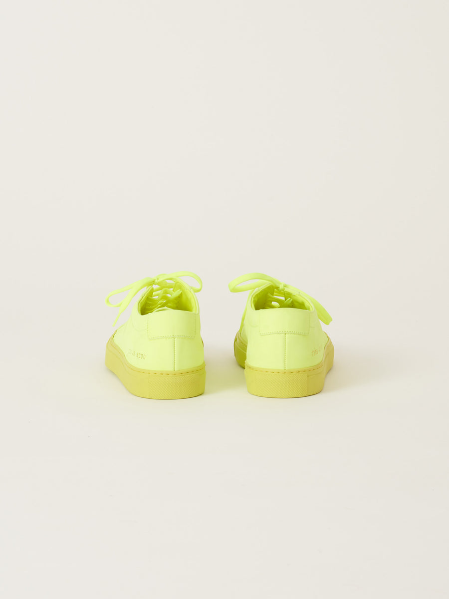 common-projects-Neon-Yellow-Original-Achilles-Low-Fluo-on-body