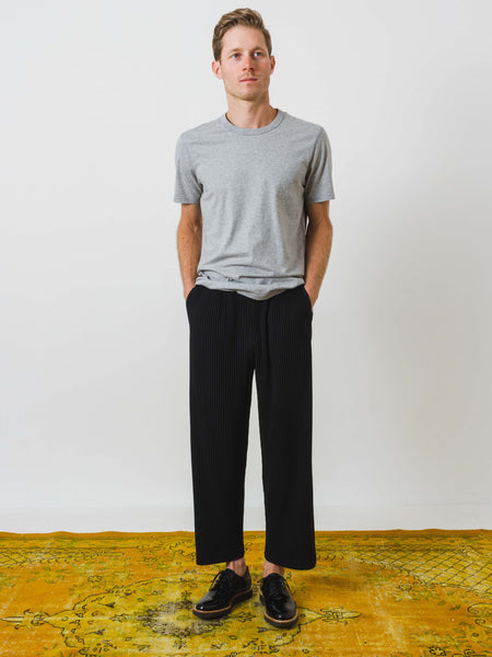 issey-miyake-straight-leg-pant-black-on-body