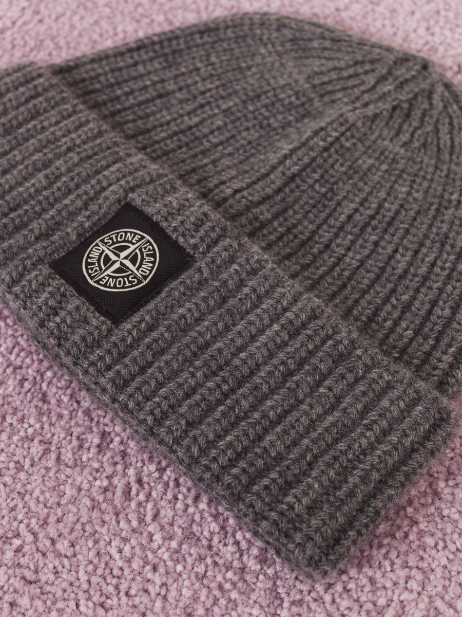 stone-island-Anthracite-Knit-Beanie-on-body
