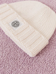 stone-island-Natural-Geelong-Knit-Beanie-on-body