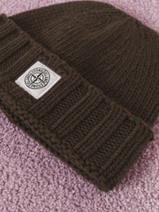 stone-island-Verde-Oliva-Geelong-Knit-Beanie-on-body