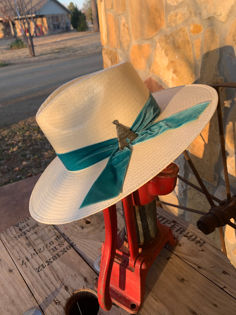 Charlie 1 Horse Old Apache Hat