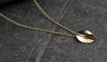 Load image into Gallery viewer, 9ct Gold Leaf Pendant