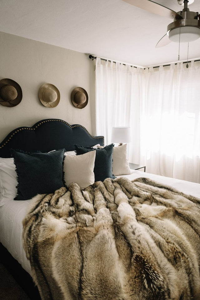 Pologeorgis Natural Coyote Fur Throw
