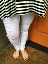Load image into Gallery viewer, Distressed White Skinny Jean