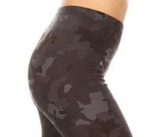 Load image into Gallery viewer, Black Camo Capri Leggings