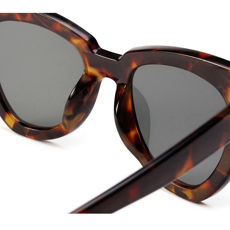 Retro Large Frame Cat's Eye Sunglasses