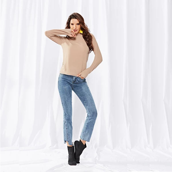 High-necked Slim-fit Knitted Top