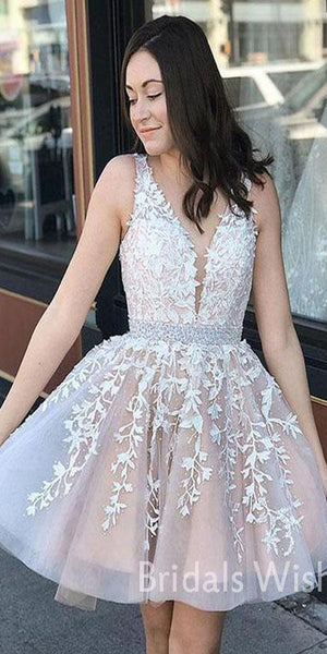 Unique Lace-top V-neck Short Homecoming Dresses With Tulle Appliqued &Beaded BW0409