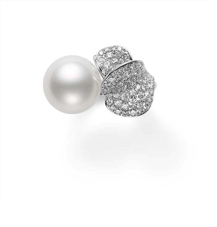 Mikimoto White South Sea Cultured Pearl Les Pétales Place Vendôme Ring  Mikimoto