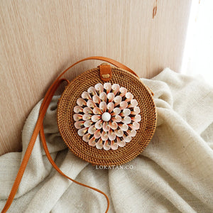 Shell Round Rattan Bag Bali With Pink Shell