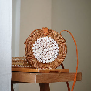 White Shell Rattan Bag