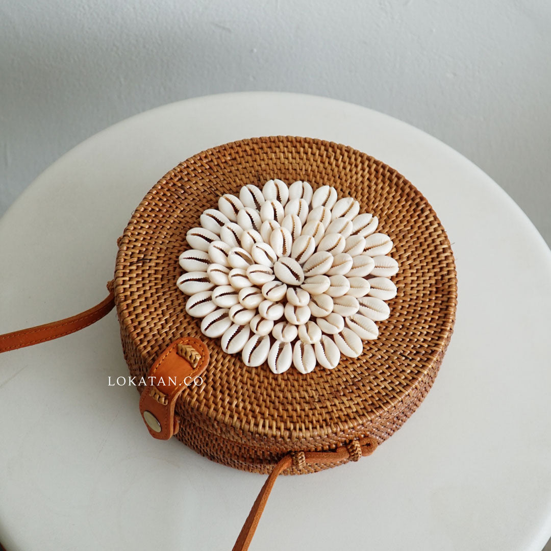 White Shell Rattan Bag - Lokatan