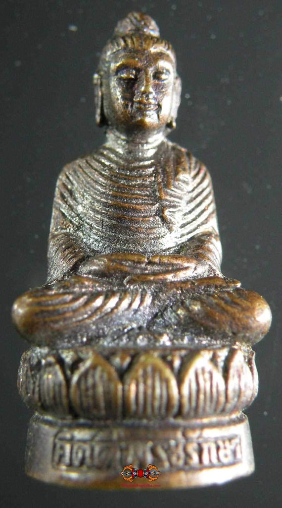 Small Phra Buddhajao buddha Buddha amulet made of copper.