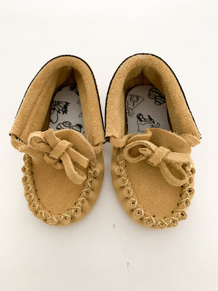 Amimoc suede moccs with trim (size 4)