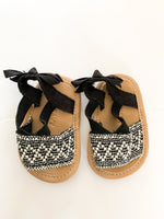Old Navy ivory & black fabric sandals size: 0-3 months