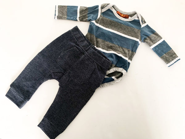7 for all mankind baby soft denim leggings w/stripe onesie (0/3 months)