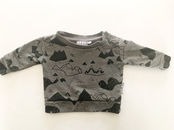 6 sticks grey pullover w/mountains (NB)