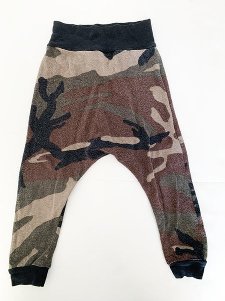 Two little kings camouflage harem leggings (size 2)