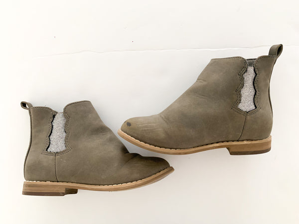 Gymboree grey silver trim ankle boots (size 10)