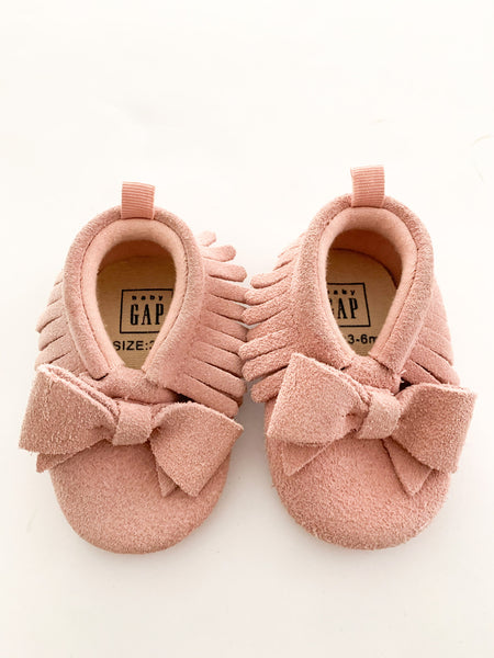 Baby Gap pink suede fringe mocs with bows size 6-12 months