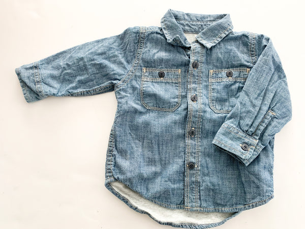 Gap button down shirt lined in grey jersey (6-12 months)