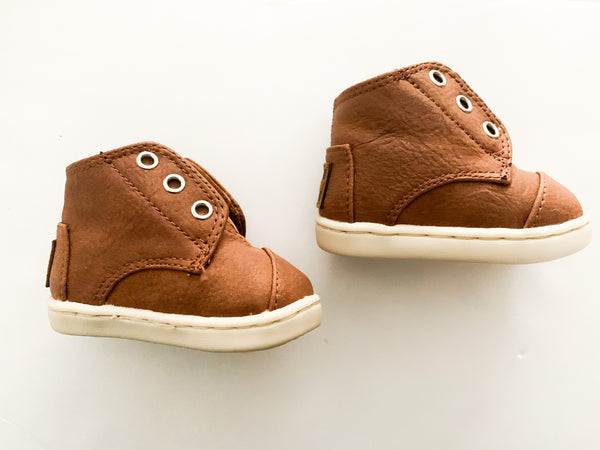 Toms Paseo mid infant brown booties size 2