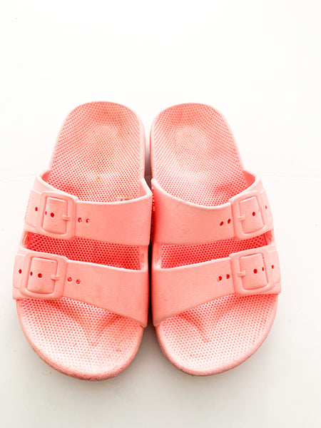Freedom Moses pink double strap rubber sandals (size 10/10.5)