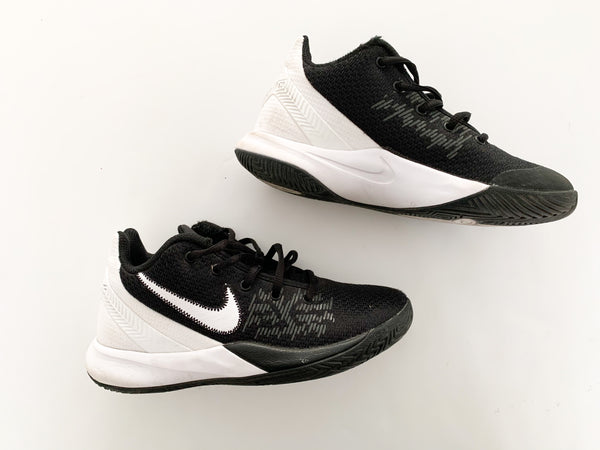 Nike black & white Kyrie basketball runners size 3.5 youth